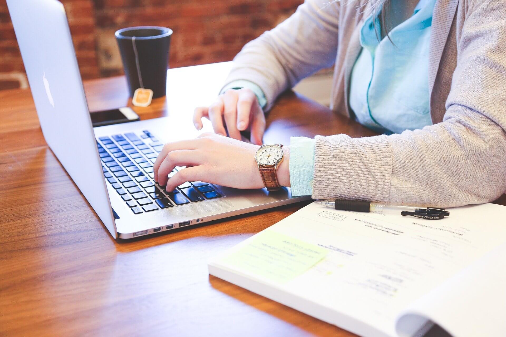 Помощник счетоводител – Длъжност и описание - Komarov Consult